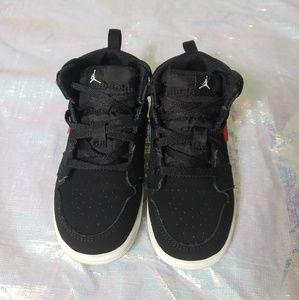Toddler boy Retro 1 Jordan shoes